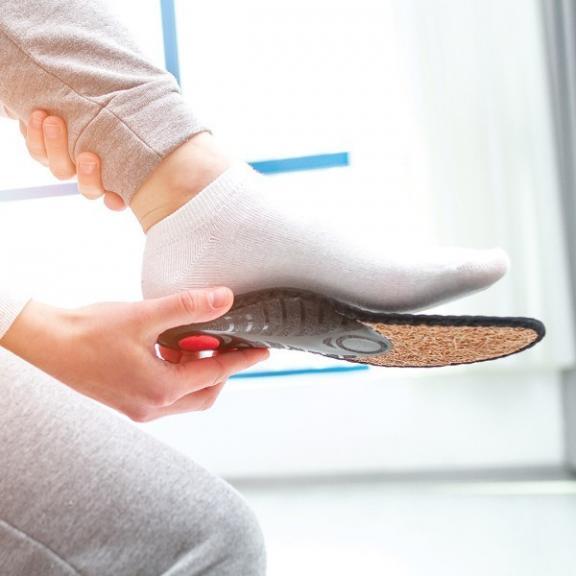 semelle orthopédique adaptée au pied